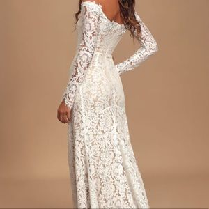 Wedding dress size M lace overlay off the shoulder